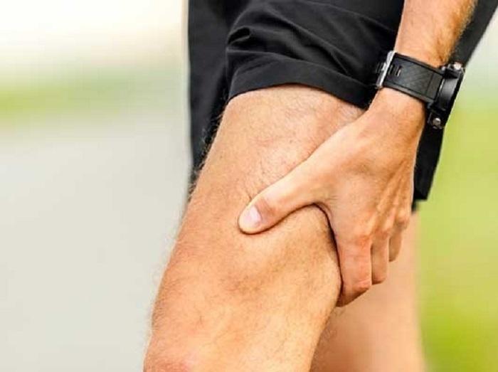 شکستگی استخوان ران (فمور) پا با نشانه ورم، درد و خون مردگی ران