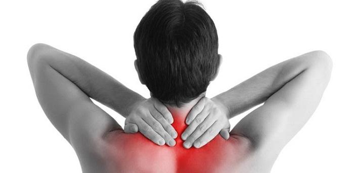 کشیدگی و رگ به رگ شدن گردن(سفت شدن عضلات گردن همراه با درد و سختی)